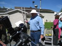 LVAAS Member Don Hines discussing some of the sun's features with one of the students.